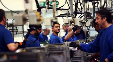 Industria a scăzut două luni la rând
