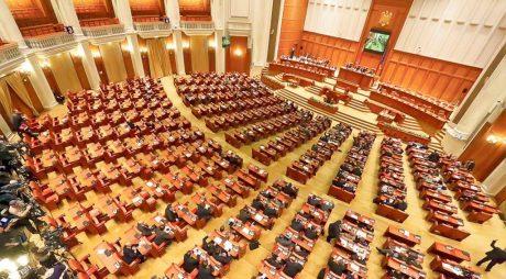 Moţiunea de cenzură, iniţiată de Opoziţie, a fost depusă marţi în Parlament