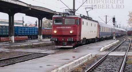 Studenții cu vârsta de peste 26 de ani vor putea circula gratuit cu trenul
