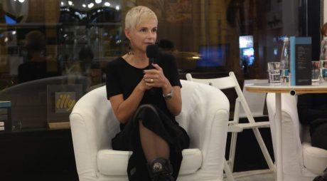Jurnalista Sabina Fati, lansare de carte la Deva