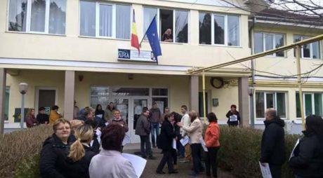 NEWS ALERT: Angajații APIA Hunedoara protestează și vineri