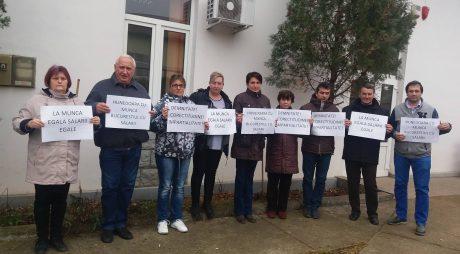 Angajații APIA din teritoriu protestează în fața Ministerului Agriculturii