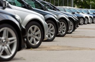 Românii care muncesc în străinătate inchirează la întoarcerea în țară mașini mai scumpe decât străinii (studiu)
