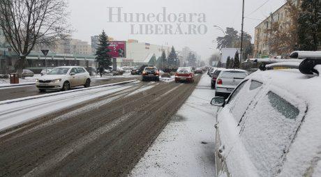 Trei mii de tone de material antiderapant a fost împrăștiat pe drumurile din ţară