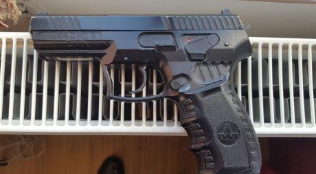 Un elev a intrat într-o școală cu un pistol