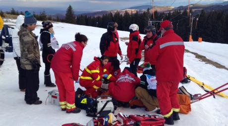 Turist MORT pe pârtia de schi. Bărbatul a făcut infarct