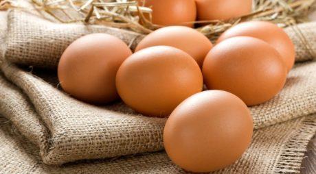 Ouăle costă în România mai mult decât în vest. Care este motivul