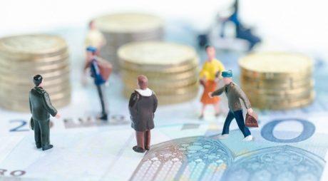 Salariul mediu net a crescut în iunie la 2.721 lei
