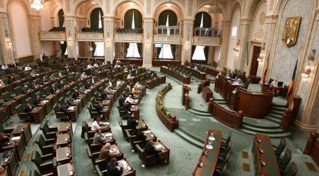 Senat: Proiectul referitor la taxarea pensiilor speciale mai mari de 7.000 de lei, adoptat