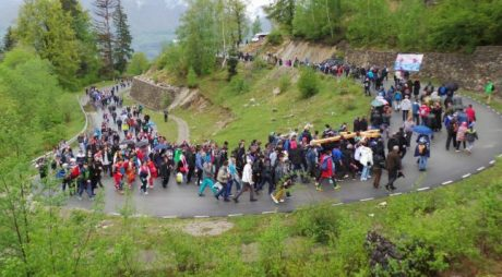 """Drumul Crucii"", tradiție neîntreruptă în Straja"
