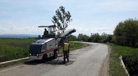Pe ultima sută de metri, CJ repară drumul spre Geoagiu Băi