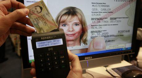 Cărţile de identitate biometrice vor fi obligatorii