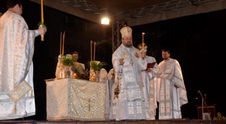 Mii de oameni la Slujba de Înviere de la Catedrala Episcopală