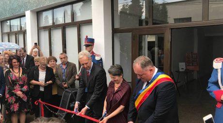 Muzeul Textilelor, inaugurat în prezența ambasadorilor SUA și Marii Britanii