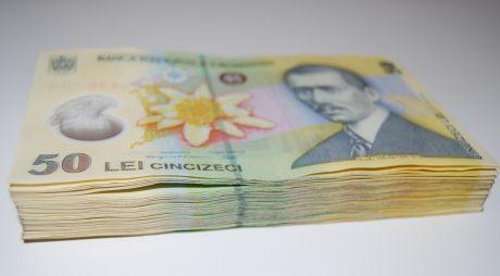 Călan: Două pesoane arestate și una sub control judiciar, după ce au furat bani din locuința uni bătrân