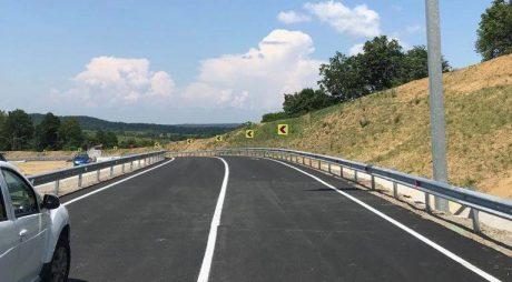 Traficul rutier este oprit pe trei drumuri naţionale
