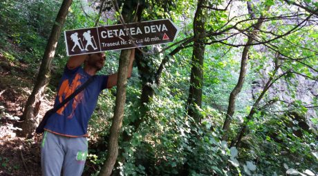Trasee semnalizate spre Cetatea Devei
