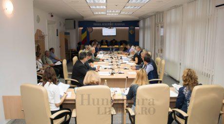 Consilierii locali din Hunedoara, convocați în ședință de îndată