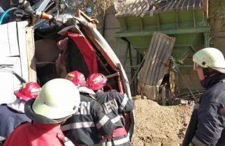 ACCIDENT MORTAL la balastieră! Camion prăbușit de la 7 metri