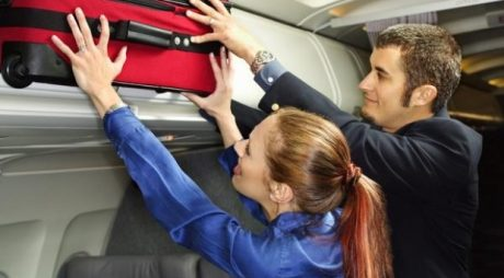 Wizz Air și Ryanair schimbă politicile de bagaje. Doar un bagaj mic rămâne gratuit