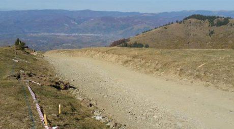 Modernizarea drumului din Parâng bate pasul pe loc. STRABAG atenționată!