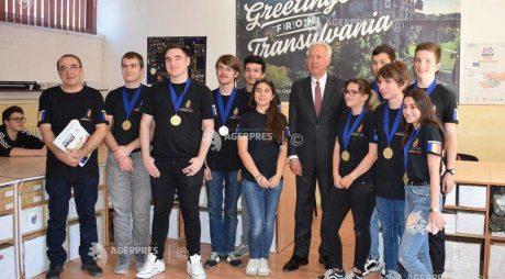 Ambasadorul SUA a vizitat elevii de aur ai Hunedoarei