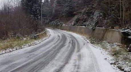 FOTO. Primele intervenții ale drumarilor în această iarnă