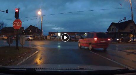 Hunedoara. INCONȘTIENȚĂ la volan în intersecția de la Sântuhalm
