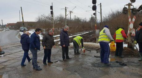 Se repară drumul spre Brănișca