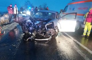 Accident grav. Adolescentă aruncată din mașină, la 10 metri distanță