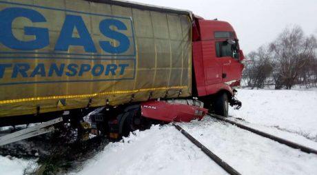 Trafic feroviar blocat între staţiile Dobra şi Holdea