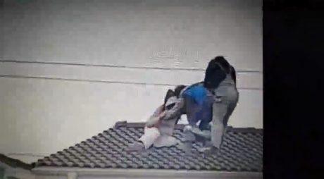VIDEO. Trei muncitori s-au luat la bătaie pe acoperișul unui bloc în construcție