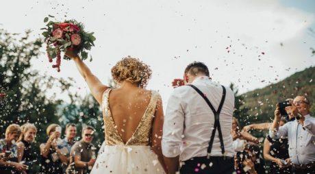 Legea privind posibilitatea încheierii căsătoriei şi în grădinile publice, parcuri, muzee – promulgată