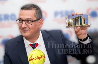 """PAMFLET: Răzvan Mareș a primit premiul """"GEOLGĂU- Merg eu pe biletul tău!"""""""