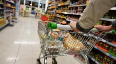 Românii cumpără cu precădere carne, țigări și bere