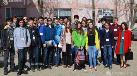 Lotului național de Informatică al României, în tabără de pregătire la Deva