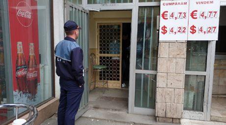 Jaf la o casă de schimb valutar din vestul țării.  Un bărbat a furat 20.000 de euro