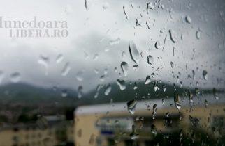 ANM: Vremea se răceşte după 25 septembrie şi probabilitatea de precipitaţii creşte