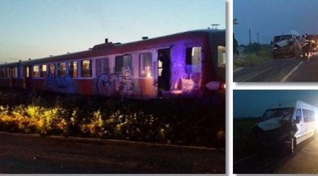 Accident pe calea ferata în Timiș. Microbuz cu 7 oameni, lovit de tren