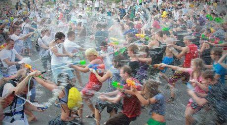 """Hunedoara: """"Marea stropeală"""" în Parcul Tineretului"""