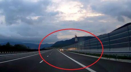 Video: A mers pe contrasens, pe autostrada Lugoj-Deva, la două ore după inaugurare!