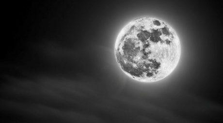 LUNA NEAGRĂ: Fenomen astronomic deosebit, pe cerul României