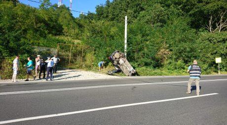 Hațeg: Doi morți, după ce un autoturism s-a răsturnat într-un șanț