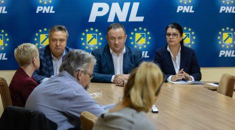 PNL Hunedoara: Peste 55.000 de semnături pentru candidatura lui K. Iohannis