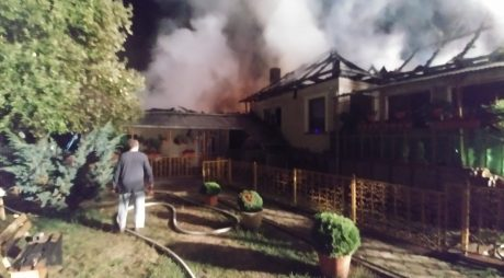 ISU: 24 de pompieri implicați în stingerea unui incendiu la Baldovin