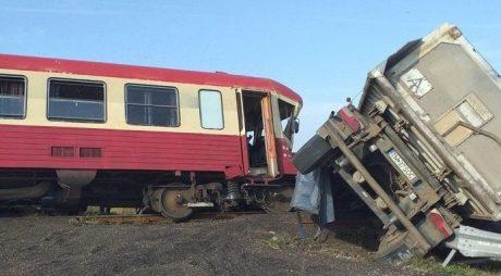 Accident feroviar în vestul țării. Camion lovit de tren