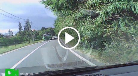 VIDEO. Accident evitat în ultima clipă de un șofer