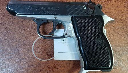 O armă neletală și mai multe gloanțe, descoperite la Lupeni
