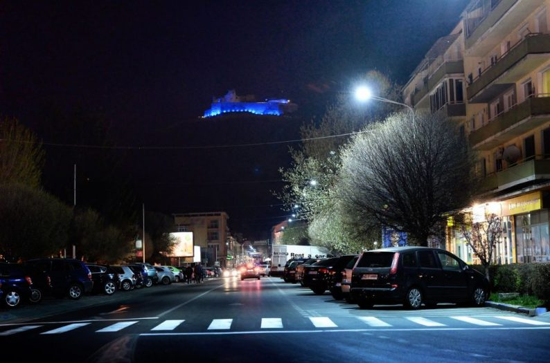 Foto Cetatea Deva albastru