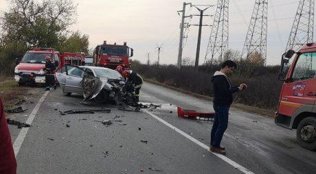 FOTO: Accident violent!  Doi șoferi au rămas încarcerați!, în vestul țării